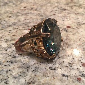 Jewelry - Costume jewelry ring